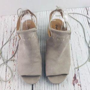 Qupid Women's Lace Up Sandals Size 9